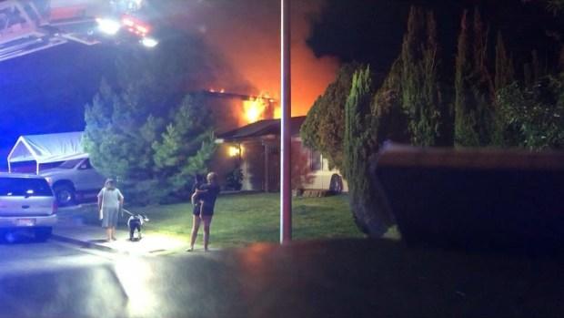 Se juega la vida en incendio para rescatar a mujer sorda