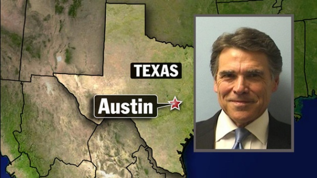 Video: Rick Perry acude a corte para ser fichado
