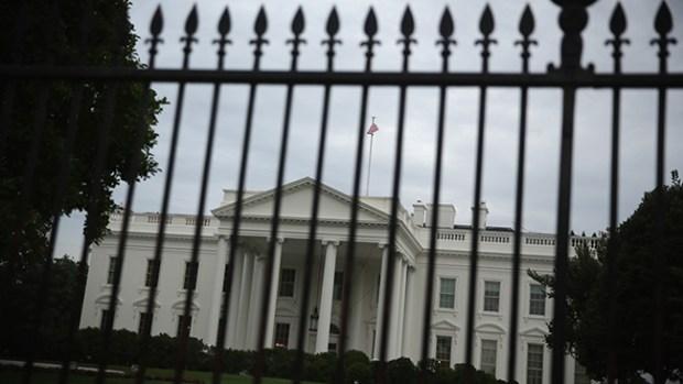 Video: Intruso de la Casa Blanca pisó profundo