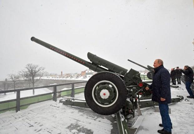 Putin dispara un cañonazo en San Petersburgo