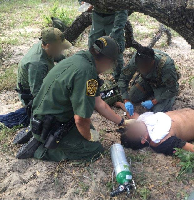Rescatan a inmigrantes que estaban deshidratados