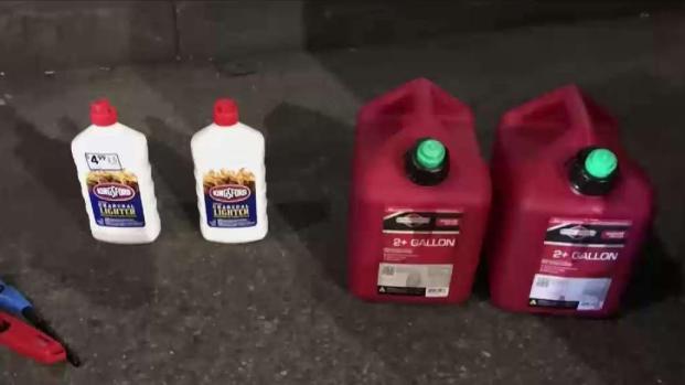 [TLMD - NY] Hombre con gasolina en San Patricio: investigan motivo