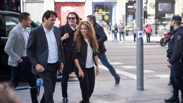 """Abogado da su opinión: ¿Shakira y Carlos Vives plagiaron """"La bicicleta""""?"""