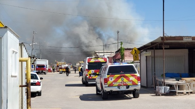 Reportan incendio en la pulga de Alamo