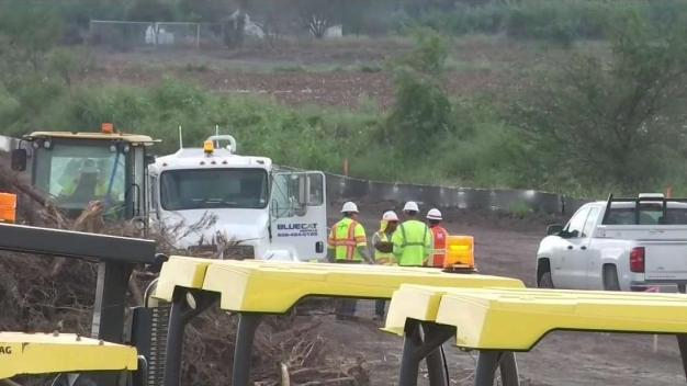 Arranca construcción de 13 millas de muro fronterizo