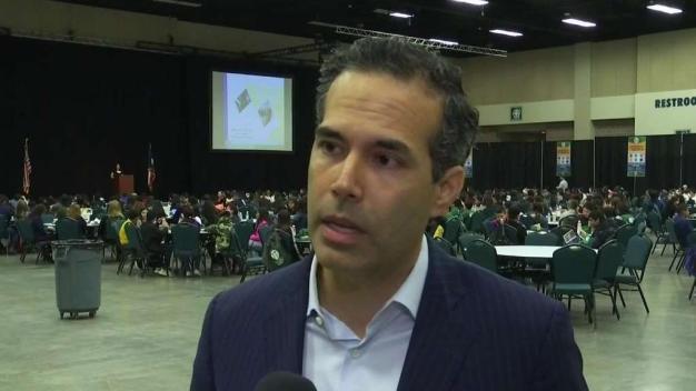 Comisionado de Tierras ofrece consejos financieros a estudiantes