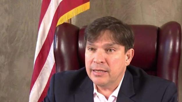 Congresista presenta alternativas para manejar la inmigración ilegal