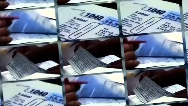 Estafadores se hacen pasar por agentes del IRS