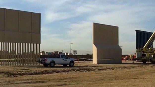 Todo listo para construir el muro fronterizo