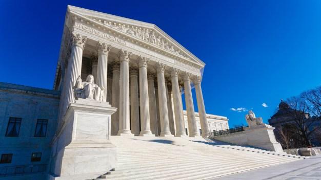 Corte Suprema falla contra inmigrantes detenidos por delitos