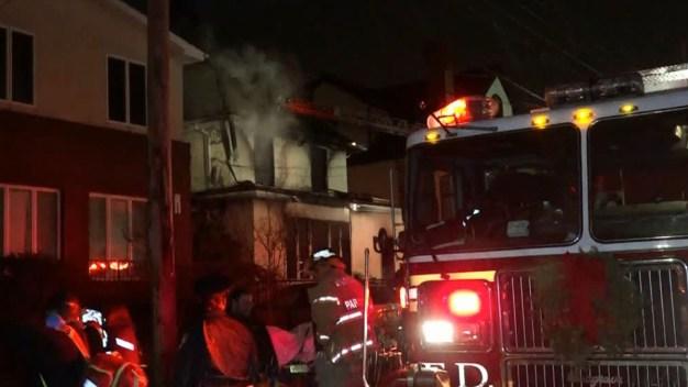 Incendio en una casa deja 4 muertos y varios heridos