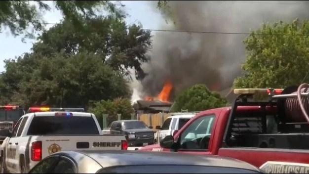Muere niña tras incendio que consumió varias viviendas