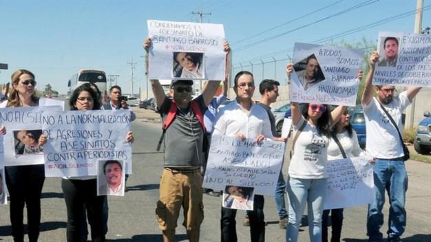 Piden a AMLO frenar ataques contra periodistas