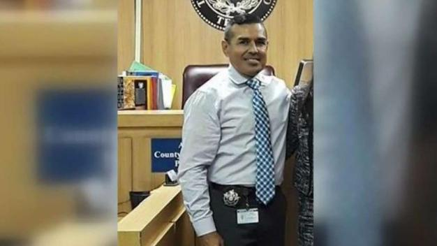 Sentencian a exalguacil de corte por distribución de drogas