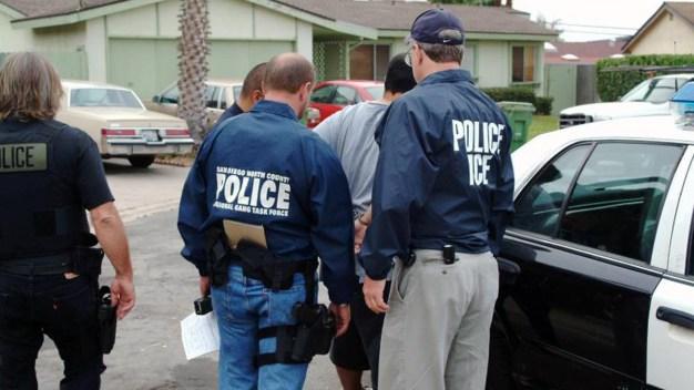 ICE arresta a 52 indocumentados en redada en Texas