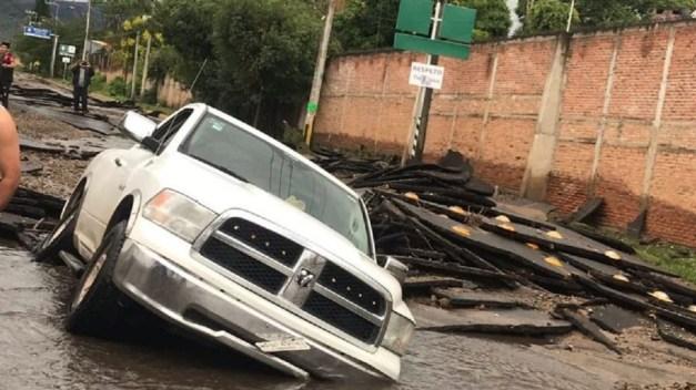 Lluvia no da tregua: arrasa con viviendas y vehículos