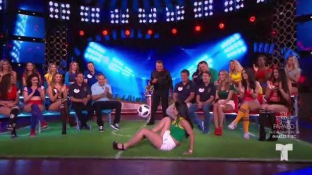 Brasilera domina el balón y dice quién es el mejor de su selección}