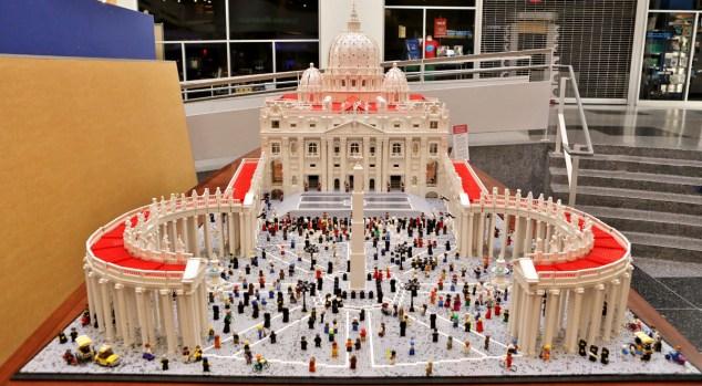 Construyen el Vaticano en Lego en honor al Papa