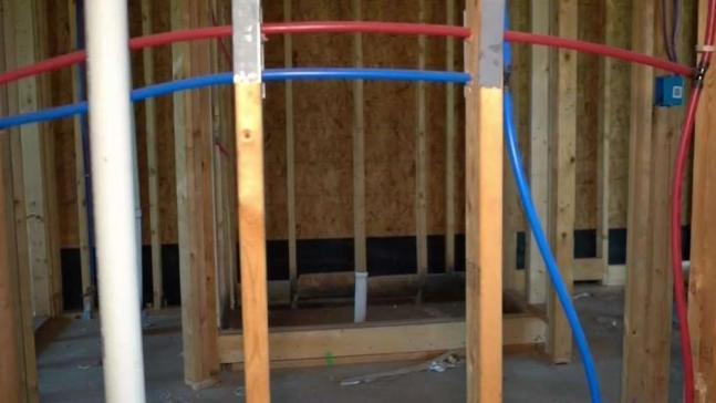 Familias exigen que constructora termine su casa.