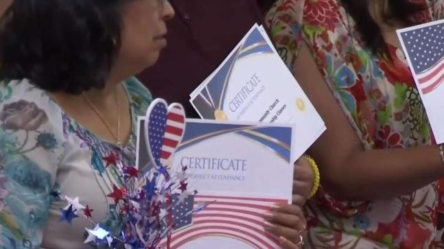 Iglesia en Alamo continúa ofreciendo clases de ciudadanía