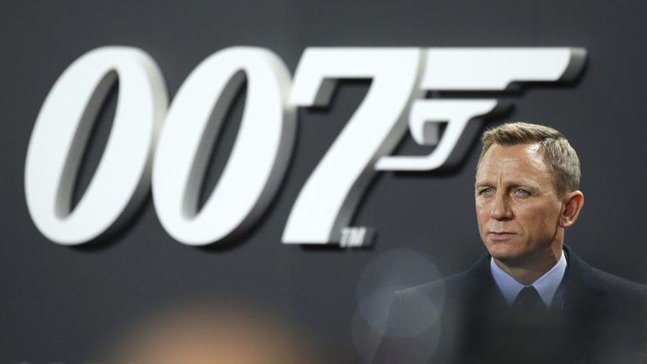 Daniel Craig vuelve como Bond, James Bond