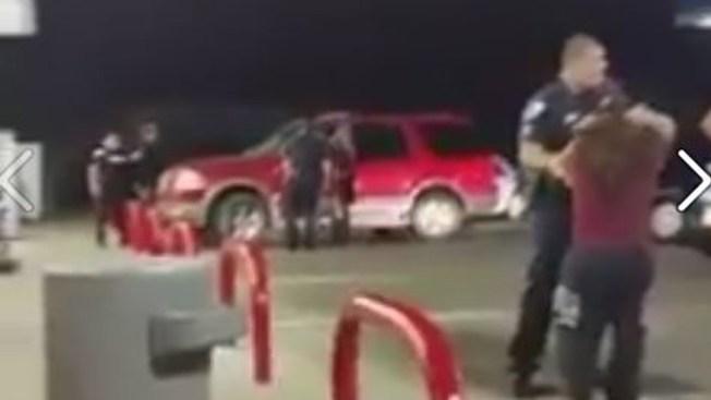 Sospechoso de apuñalar hombre sigue detenido