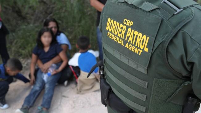Associated Press: Gobierno aún no tendría plan para reunir a niños separados de sus familias