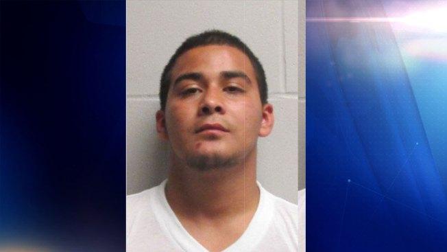 Joven es acusado robarse bebida alcohólica