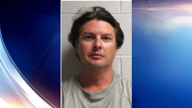 Hombre acusado de robarse dinero de renta