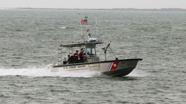 Guardia Costera rescata a tres personas