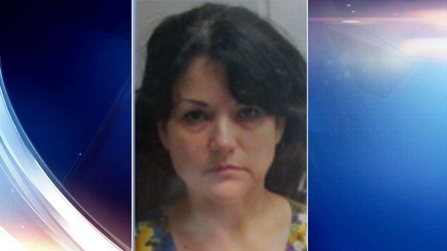 Mujer es acusada de conducir intoxicada