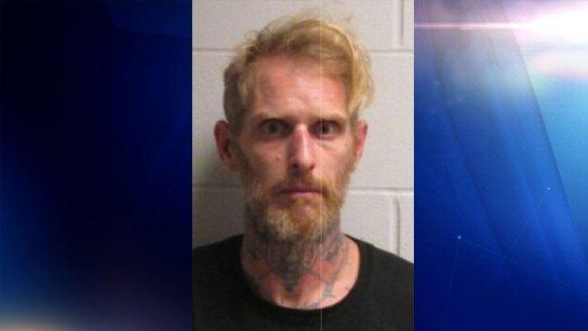 Hombre es acusado de cometer dos robos