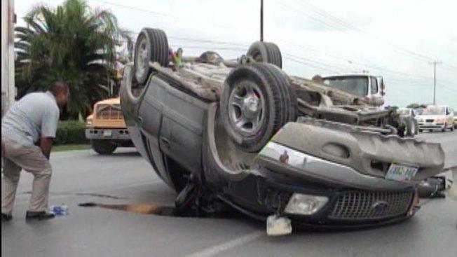 Hombre muere al volcarse auto en Tamaulipas