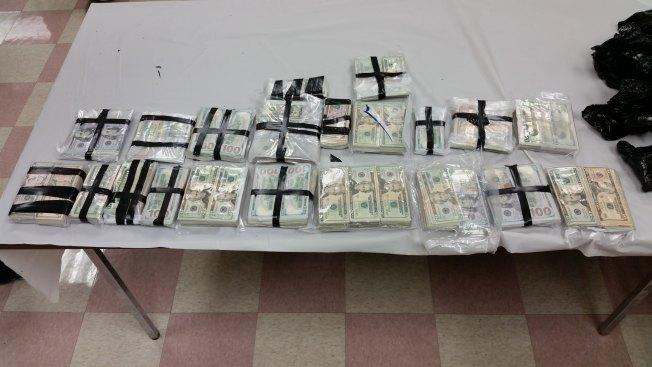 Confiscan más de $267,000 en efectivo