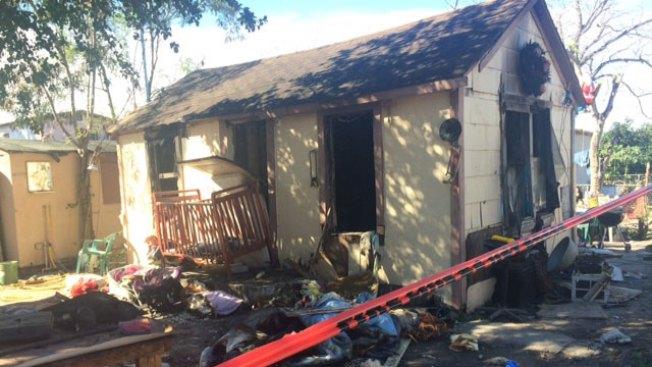 Sufre quemaduras al prender fuego a su casa