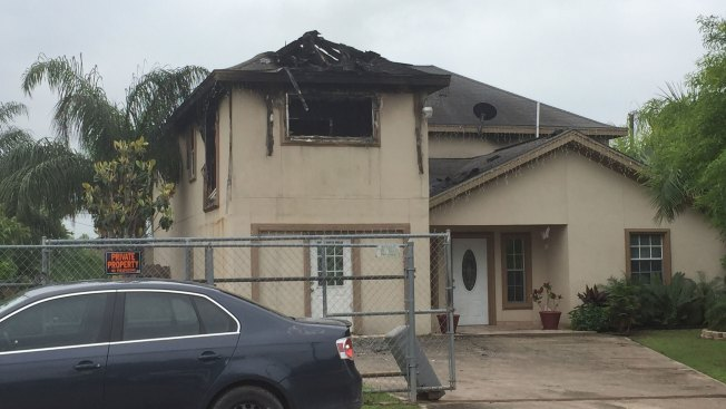 Rayos ocasionan daños a residencias en Palmview