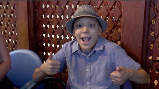 Niño enfrenta con valor un raro cáncer