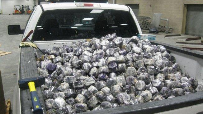 Hallan 3,874 libras de marihuana entre cocos