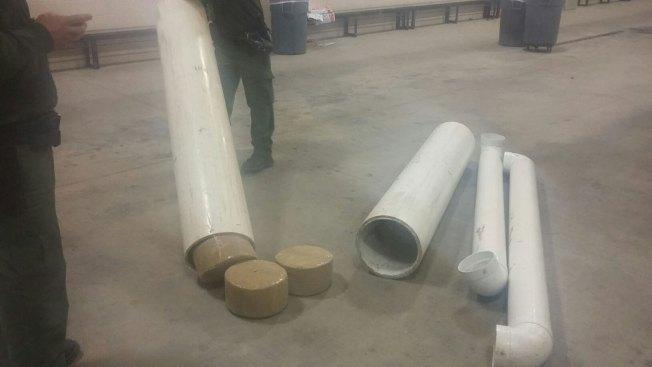 Encuentran 200 libras de marihuana en tubos