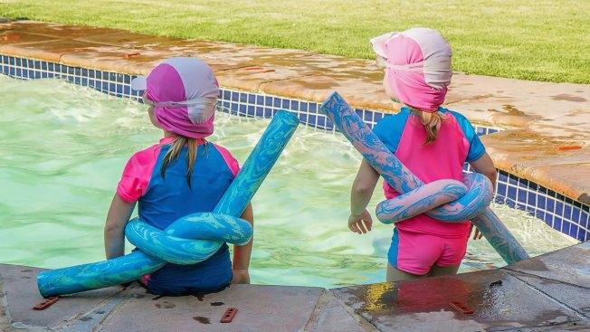 Cuidado con los niños en la piscina