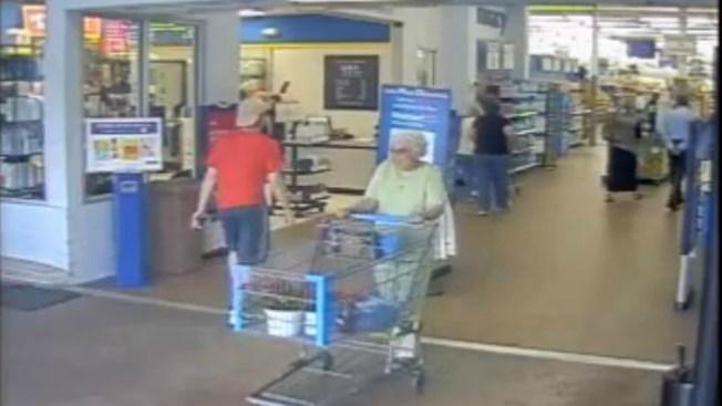Así un adolescente robó a anciana en Walmart