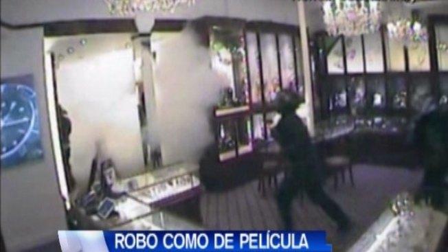 Captado en video robo de película en joyería