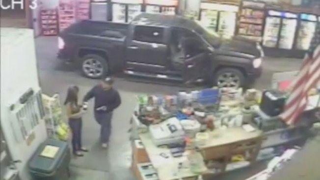 Buscan hombre que asaltó  tienda en Mission