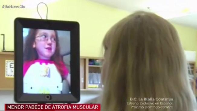 """Robot ayuda a niña enferma a """"estar"""" en clase"""