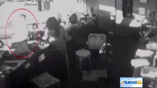 Revelan video de seguridad de asesino de cine