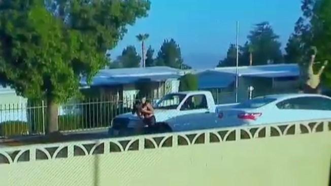 En video: atropellado con su propio auto