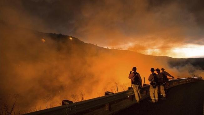 Nueva York envía 20 bomberos a California
