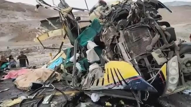 Más de 30 muertos al chocar autobuses en Perú