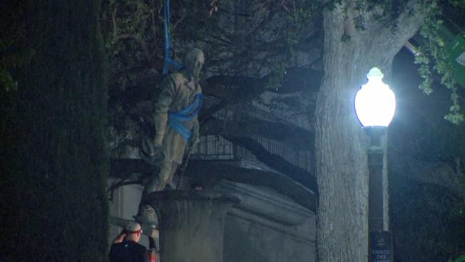 La Universidad de Texas retiró estatuas de líderes confederados