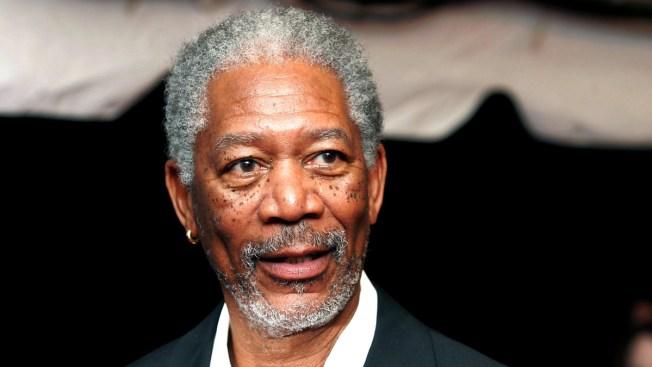 Avión de Morgan Freeman aterriza de emergencia